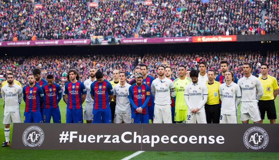 Jogadores do Barça e do Real homenageiam a Chape.