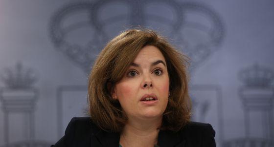 Soraya Saénz de Santamaría após o Conselho de Ministros.
