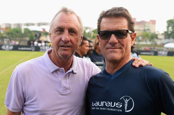Cruyff, com o técnico Fabio Capello em Kuala Lumpur.