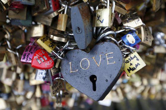 'Cadeados de amor' na Ponts des Arts, em Paris, antes da retirada.