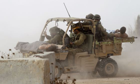 Soldados israelenses perto da fronteira de Gaza com Israel.