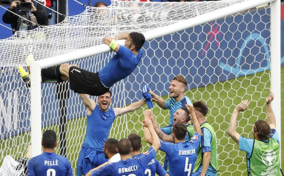 Buffon e sua já famosa comemoração depois da vitória contra Espanha.