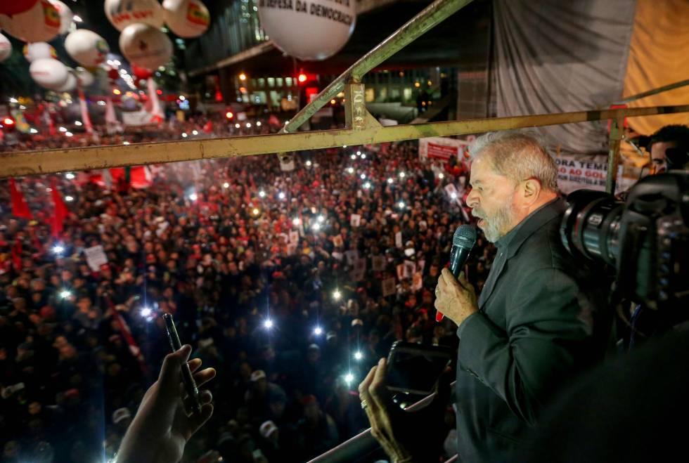 Lula discursa em São Paulo.