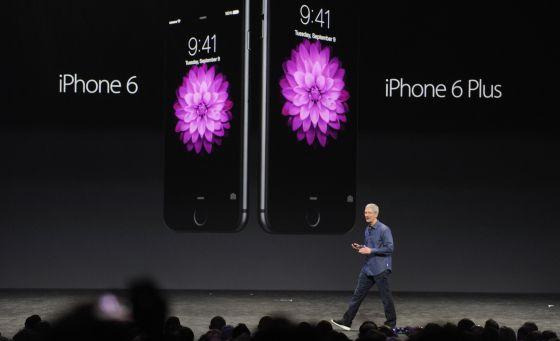 Tim Cook apresenta os novos iPhones.