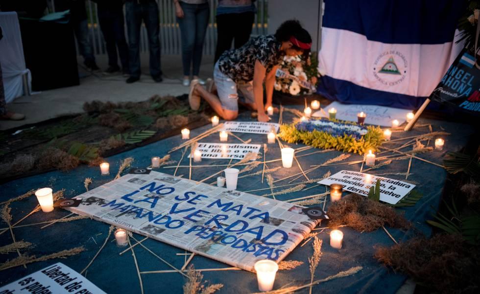 Altar em Manágua em homenagem ao jornalista Ángel Gahona.