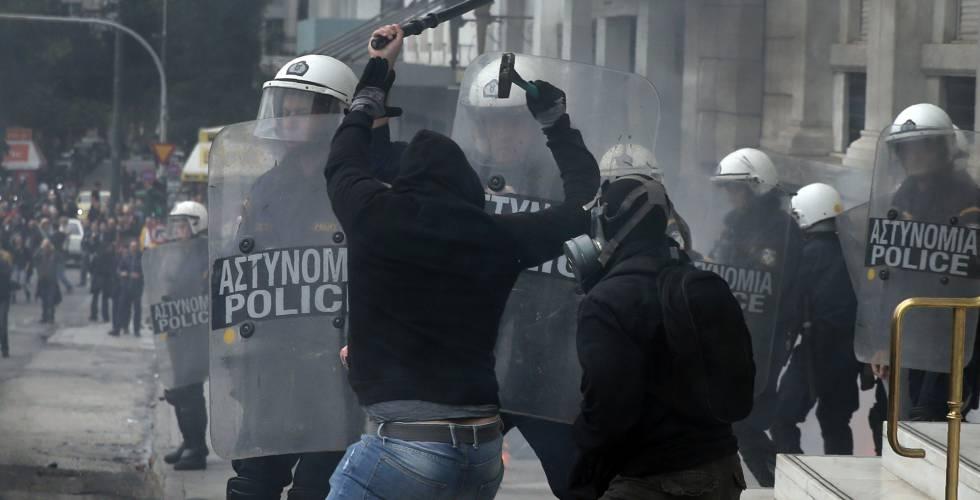 Distúrbios entre manifestantes e policiais nesta quarta-feira em Atenas.
