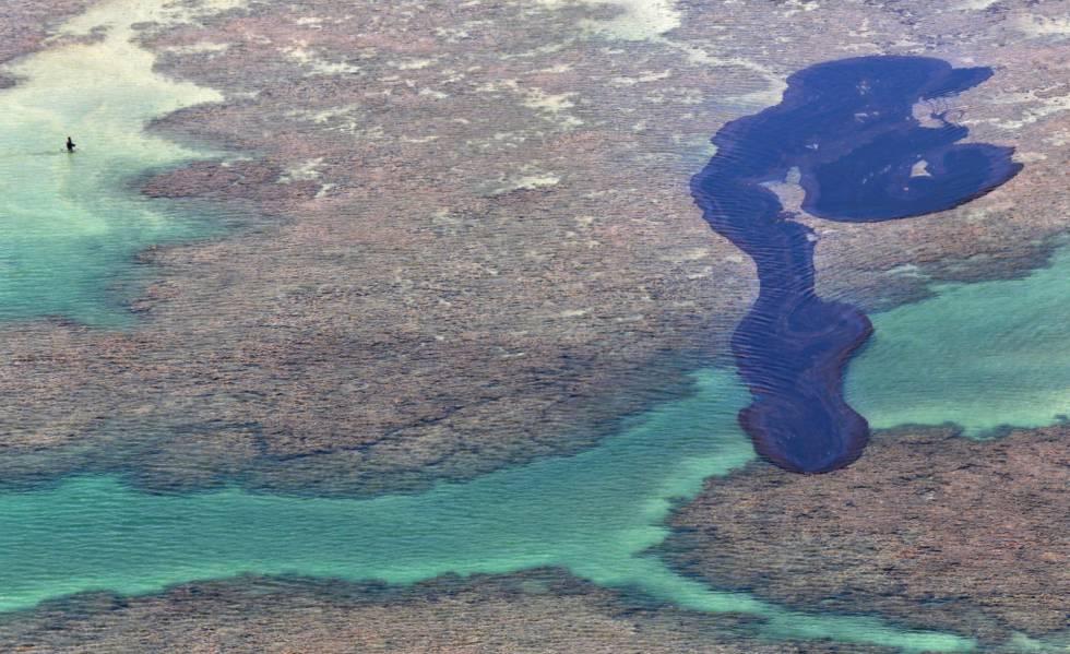 Mancha de óleo em Maragogi, em Alagoas.