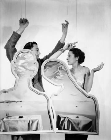 Salvador Dalí e Gala, retratados por Beaton em 1936.