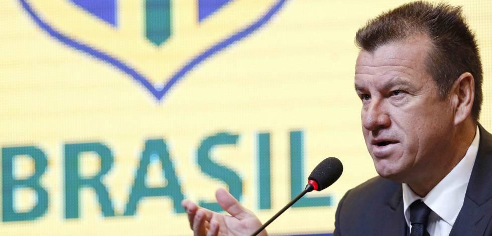 Dunga convocou a seleção brasileira.