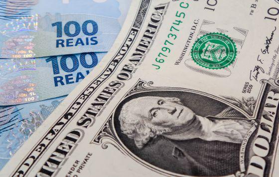 Real sofre desvalorização ante ao dólar americano.
