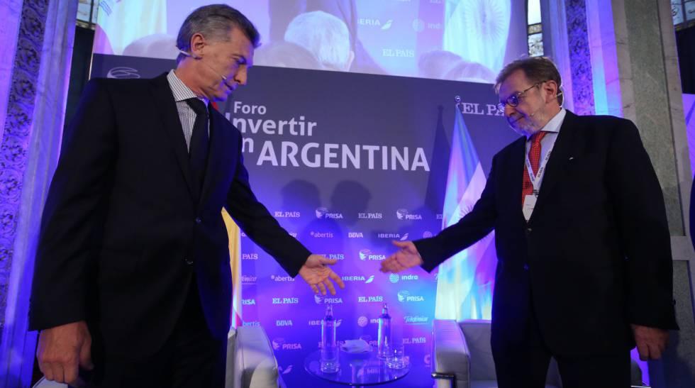 O presidente da Argentina, Mauricio Macri, no evento 'Investir na Argentina' com o presidente do Grupo PRISA, Juan Luis Cebrián.