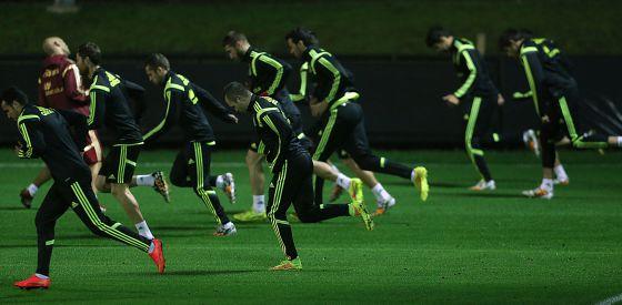 A equipe que foi titular contra o Chile treina em Curitiba.