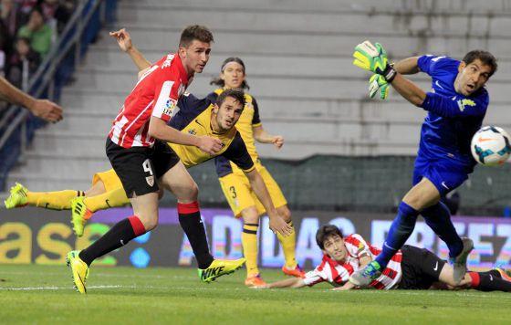 Koke marcade cabeça o segundo gol do Atlético