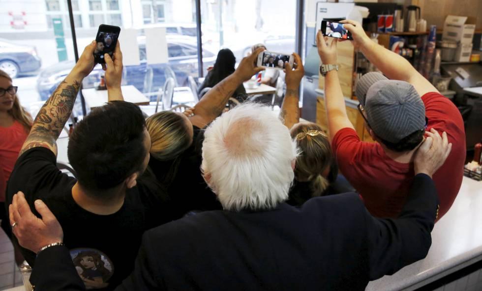Selfie coletiva com Bernie Sanders.