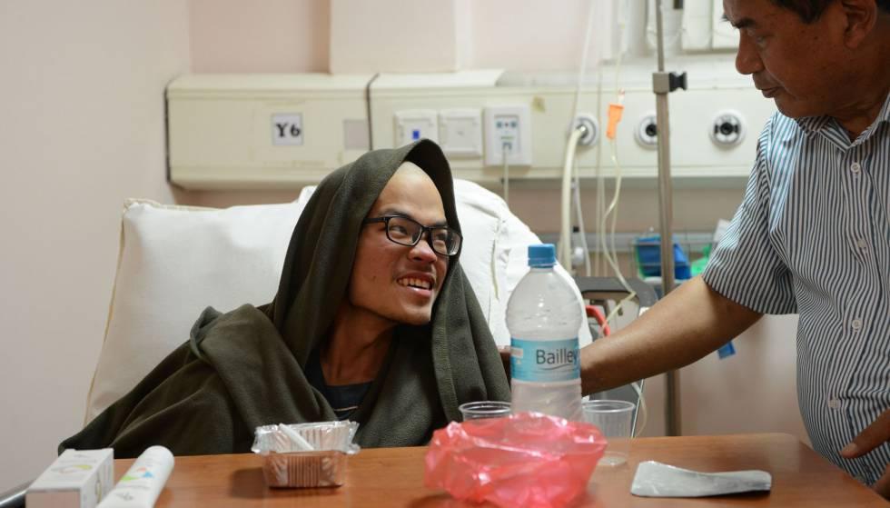 Liang Sheng-yueh, em um leito do Hospital de Katmandu, nesta quarta-feira.