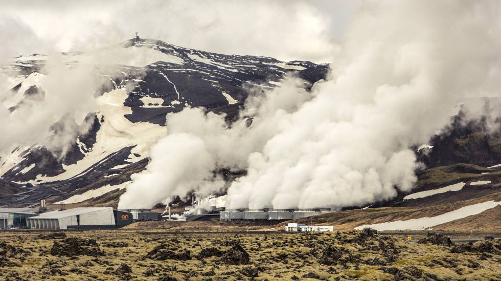 Usina geotérmica de Hellisheidi, na Islândia.