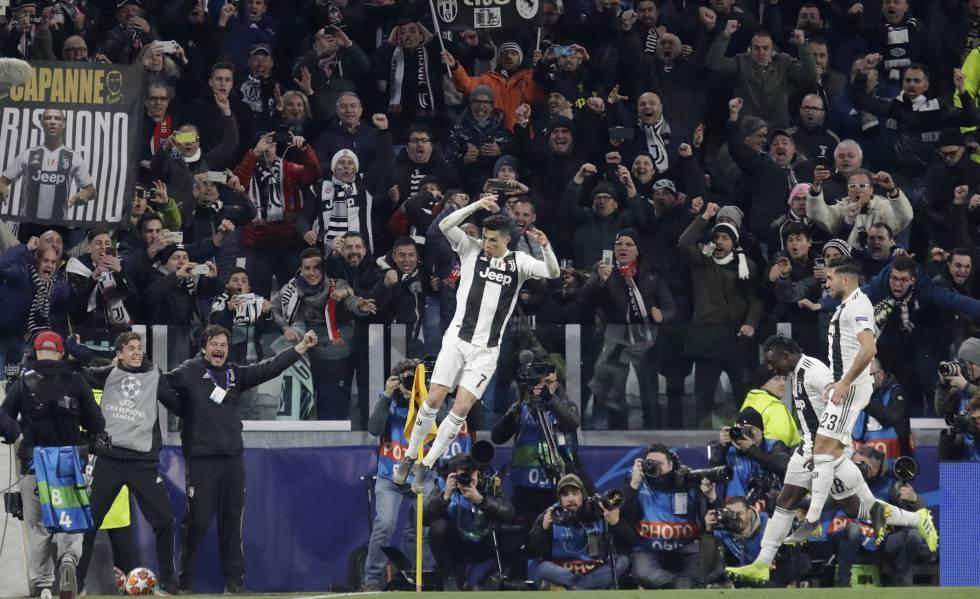 Cristiano Ronaldo comemora com Can e Kean seu terceiro gol em Turim.