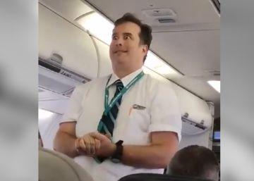 Com muito senso de humor e grande expressividade, comissário capturou a atenção dos passageiros