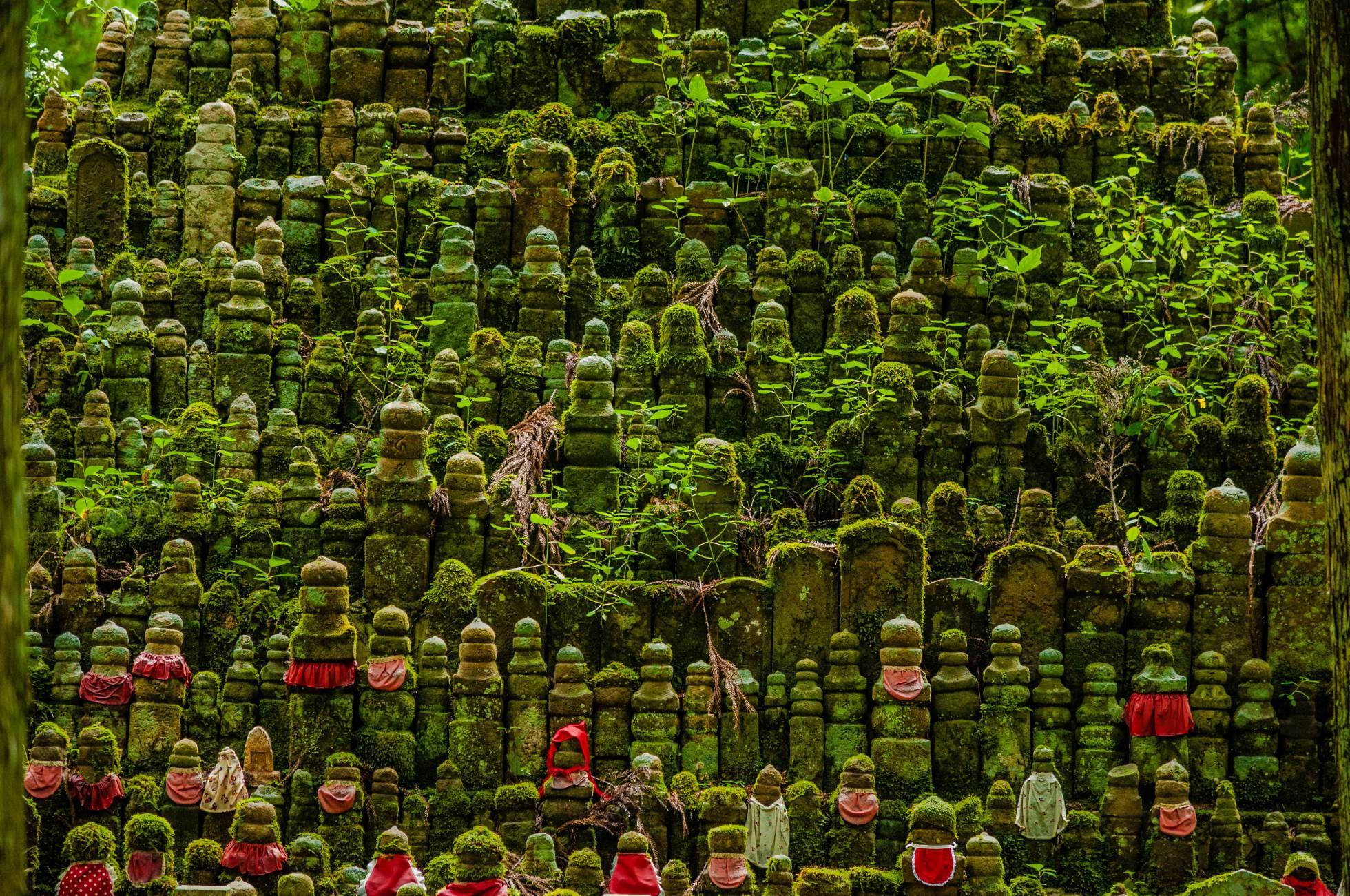 Cemitério do santuário Okuno-in, no monte Koya (Japão).