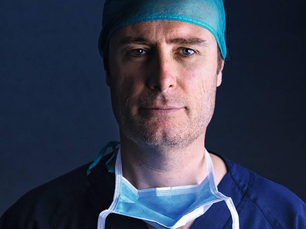 O doutor Cravo, antes de entrar em quirófano.