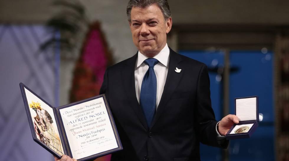 Juan Manuel Santos recebe o prêmio Nobel da Paz.