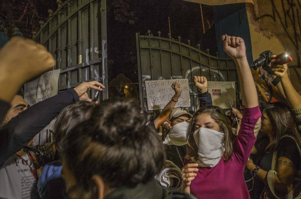 Alunos desocupam escola Caetano de Campos no último dia 12.