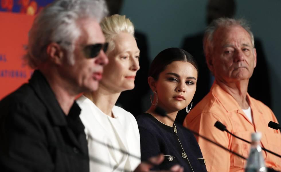 A partir da esquerda, Jim Jarmusch, Tilda Swinton, Selena Gómez e Bill Murray, na coletiva de imprensa de 'Os Mortos Não Morrem'