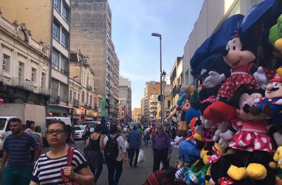 Movimento da rua 25 de março diminuiu com a crise econômica.