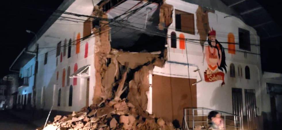 Imagem publicada pelo Corpo de Bombeiros de dano provocado pelo terremoto na cidade de Yurimaguas.