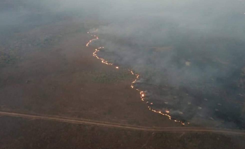 Força tarefa dos Bombeiros trabalha no combate aos incêndios florestais em Rondônia nesta quinta-feira.
