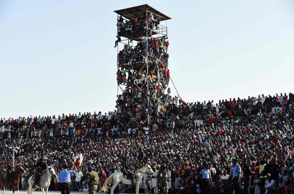 O estádio transbordado para a partida Nigéria X Egito, em Kaduna.