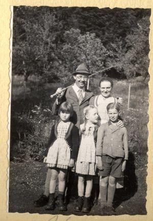 Himmler e sua esposa Margarete com seus dois filhos e uma amiga em 1935.