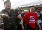 A ex-primeira-ministra Yingluck Shinawatra continua detida. A junta intima outros 35 políticos e acadêmicos pró-democracia