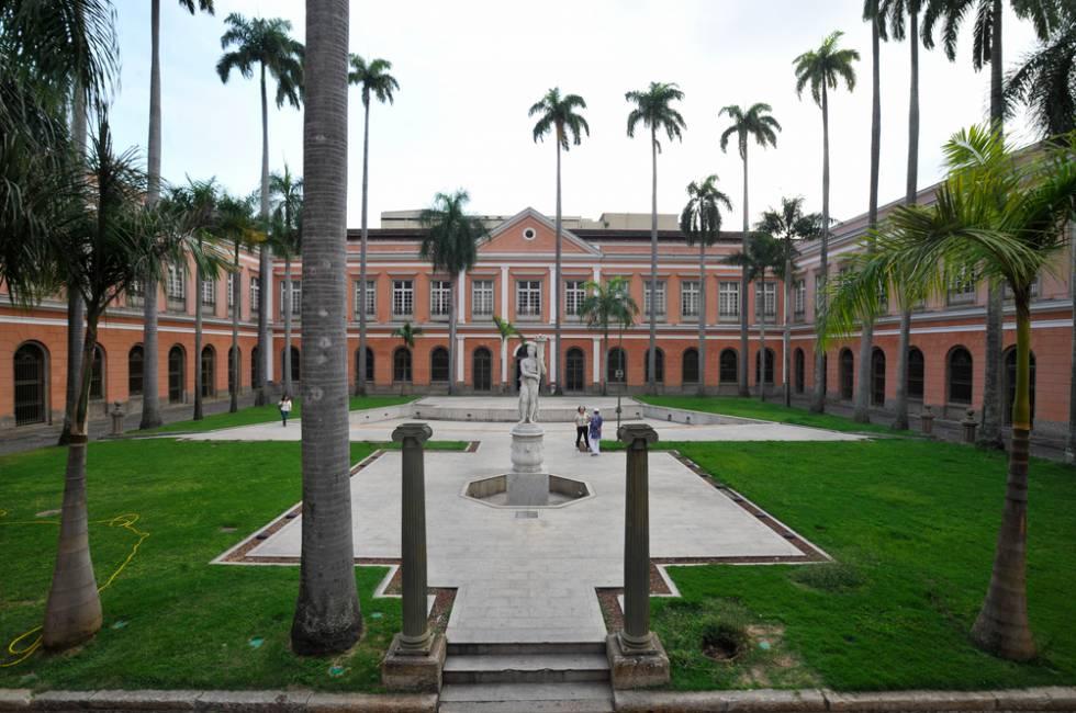 Pátio do Arquivo Nacional, no centro do Rio.