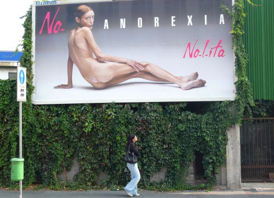 Isabelle Caro, modelo anoréxica em foto de Oliverio Toscani.