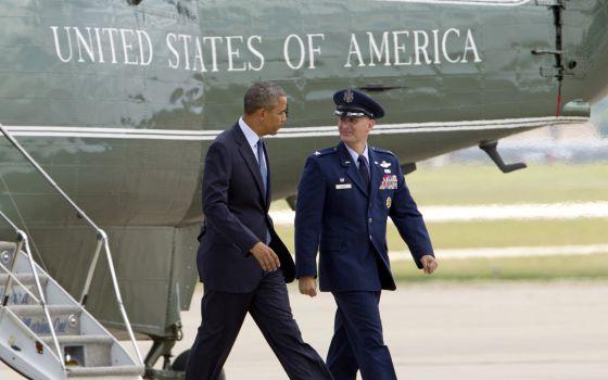 Obama e um coronel, nesta quinta.