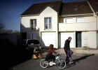 Ismail Omar Mostefai, um dos três que atacaram o Bataclan, viveu com a família em um subúrbio residencial a 90 km de Paris