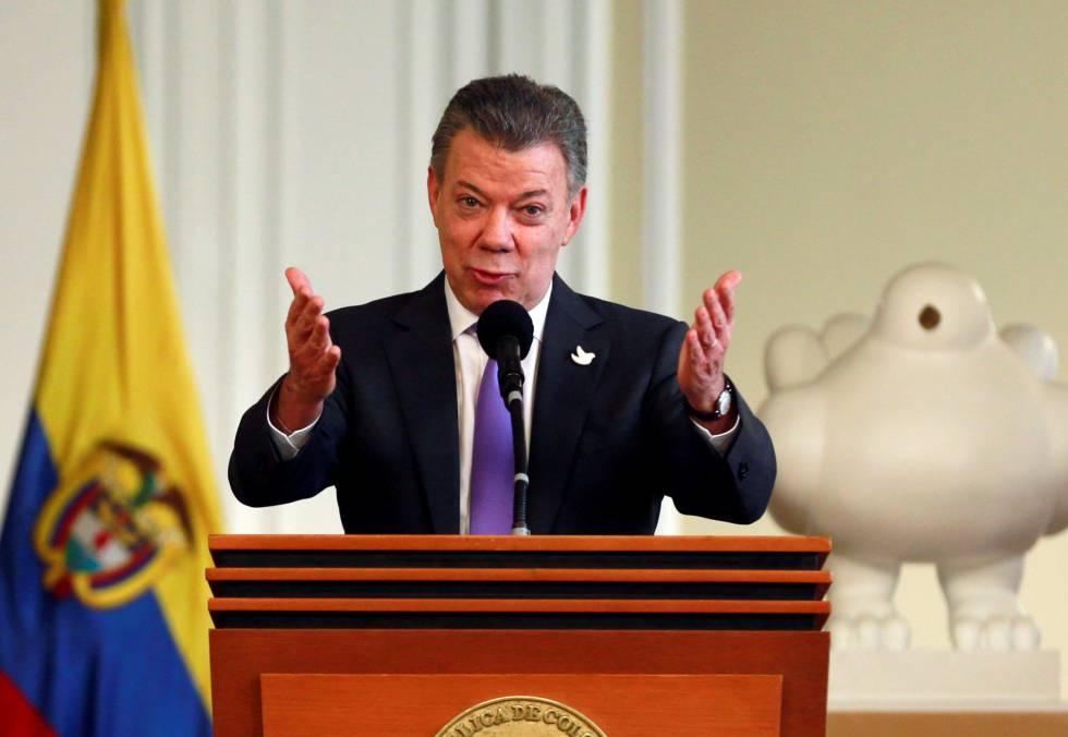 Santos agrade os aplausos depois do anúncio do Nobel da Paz.