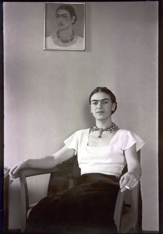 Frida Kahlo no hotel Barbizon Plaza, de Nova York, em 1931.