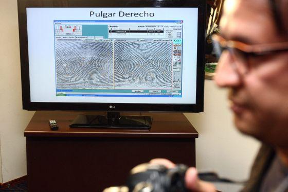 Comparação das impressões digitais do homem morto hoje em Michoacán, Nazario Moreno 'El Chayo'.