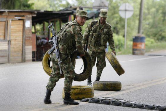 Soldados do Exército colombiano