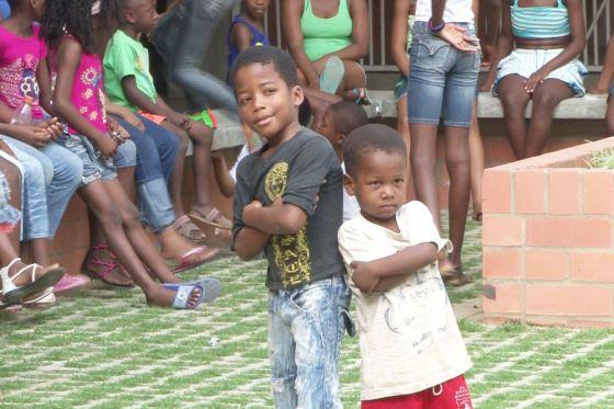 Crianças em centro recreativo em Cáli, na Colômbia.