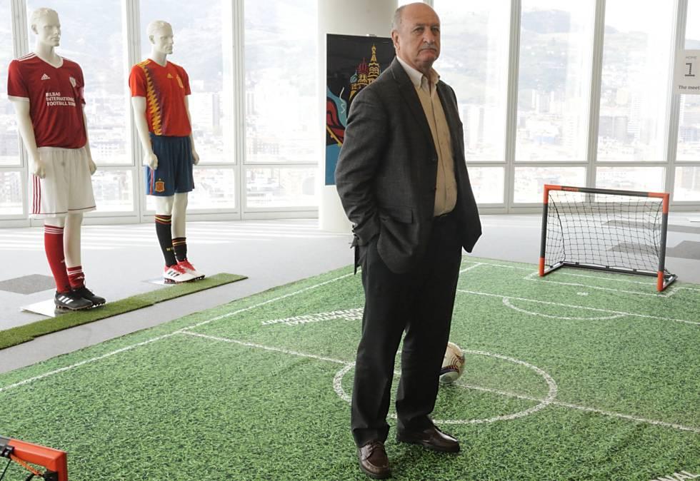 Felipão posa na Torre Iberdrola de Bilbao