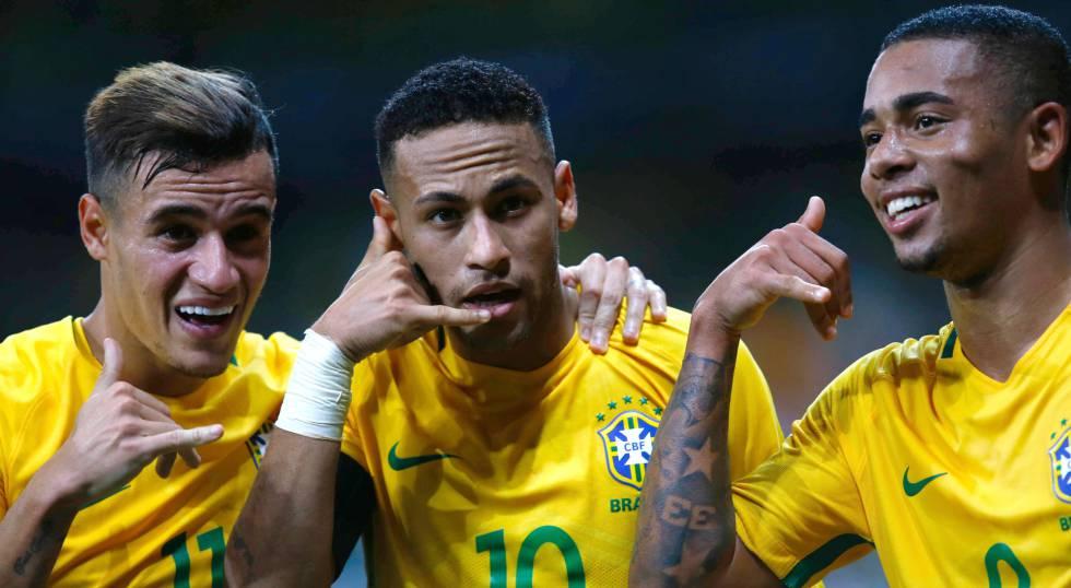 Coutinho, Neymar e Jesus comemoram gol.