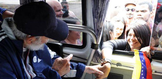 Fidel Castro durante encontro com um grupo de venezuelanos.