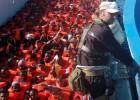 Encontrados mortos 30 imigrantes que viajavam empilhados em uma embarcação pesqueira. O navio tinha 600 pessoas