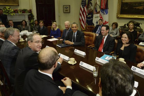 Barack Obama se reúne com diretores de empresas.