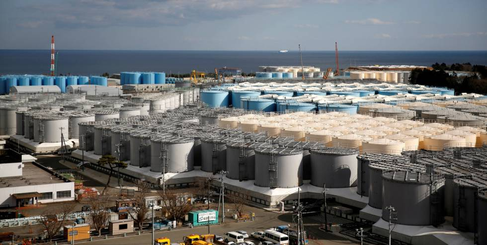 Tanques de água radioativa na usina nuclear de Fukushima (Japão), devastada pelo terremoto e o subsequente tsunami de 2011.