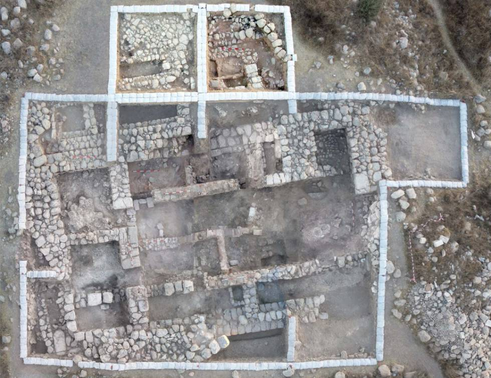Fotografia aérea da grande residência achada em Tel 'Eton.