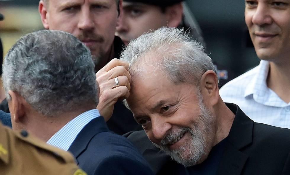 Lula, após sair da prisão em Curitiba.